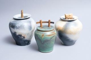 3 urns